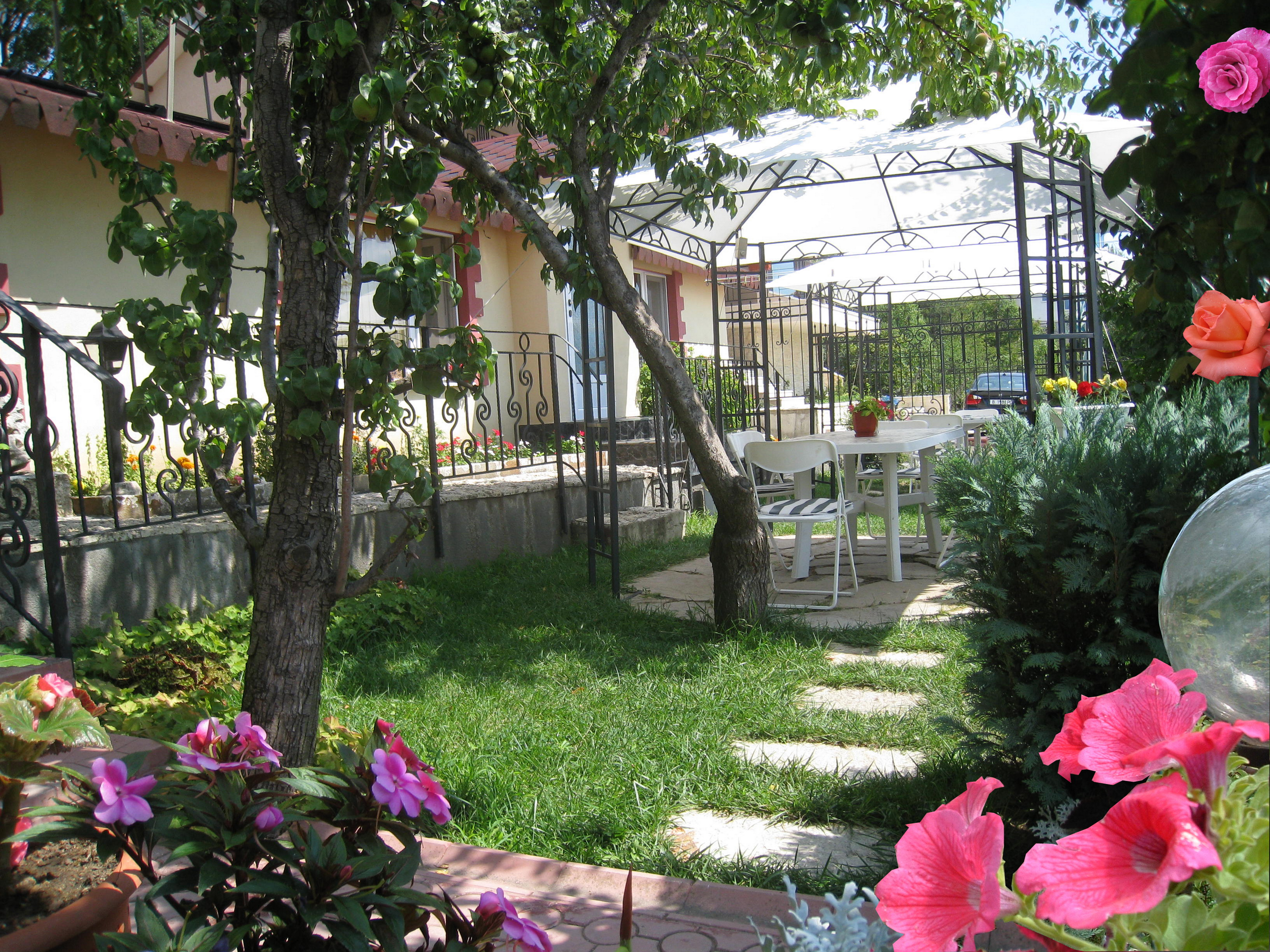 11.apartment 35m2 garden with tent